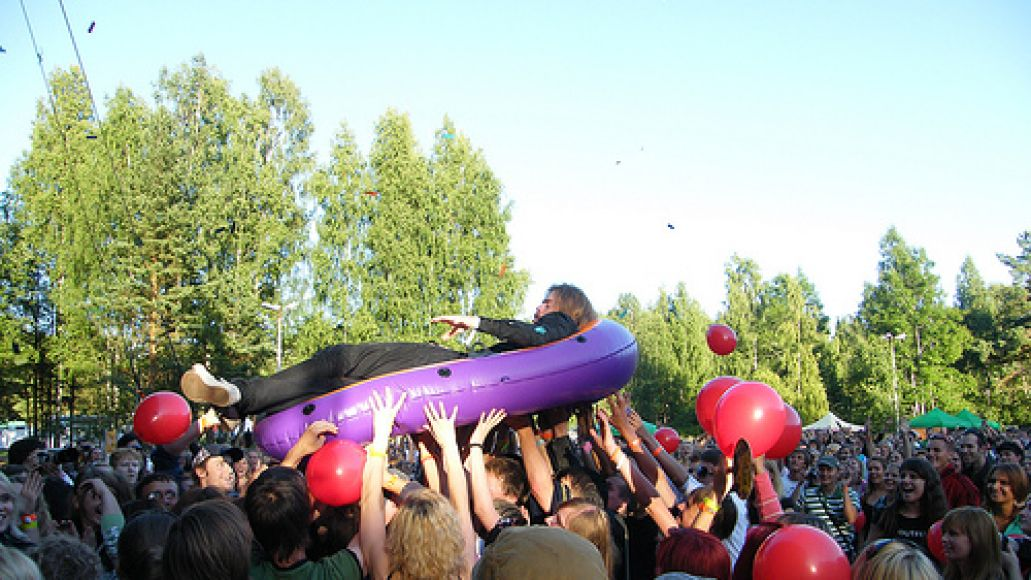 emanuel lundgren from im from barcelona surfing the crowd CoS International: Positivus AB Festival