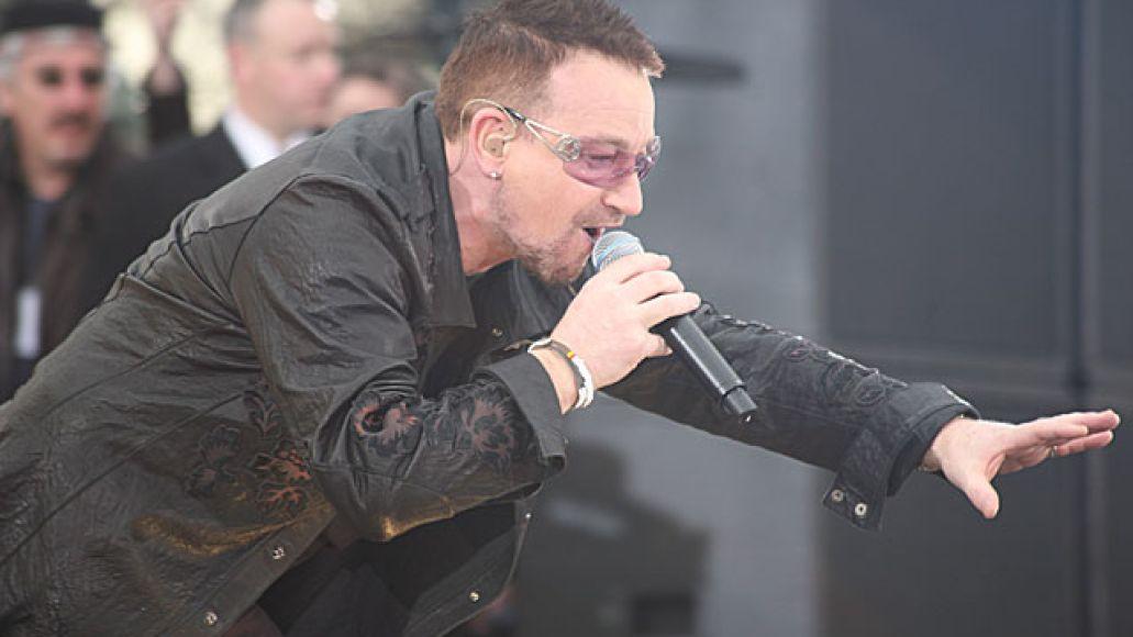 bonolive U2 wakes up Fordham University (3/6)