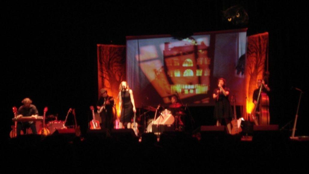 nekolive Neko Case touches down at the Chicago Theatre (4/24)