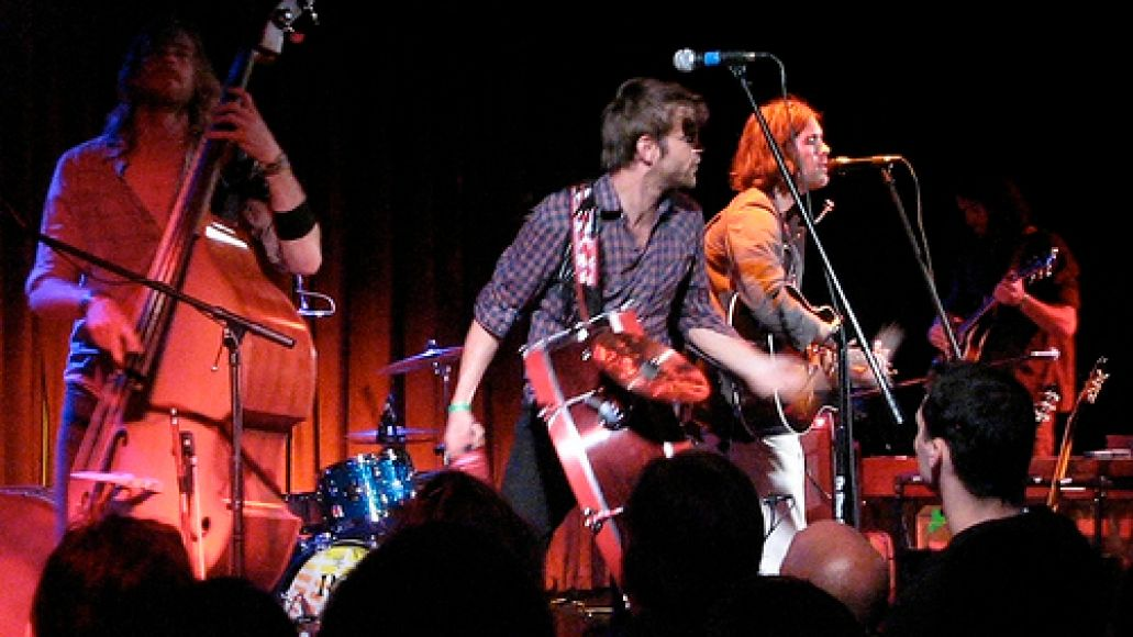 3550010073 64013b4bc1 Elvis Perkins rings in at the Bell House (5/20)