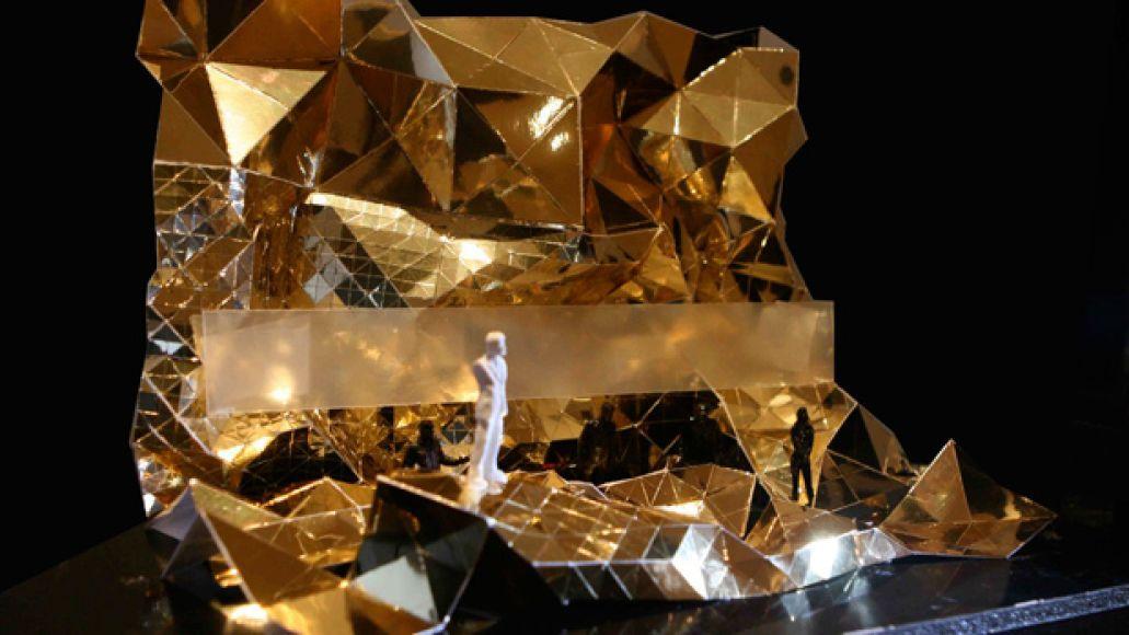 kanyestage Kanye reveals stage design for European tour...