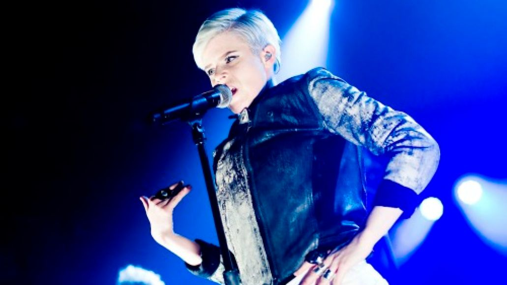 robyn 04 Live Review: Robyn, Diamond Rings in Chicago (2/14)