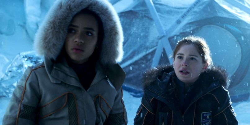 lis 102 sg a00004r Netflixs Lost in Space Continues 2018's Trend of Strong, STEM Focused Women
